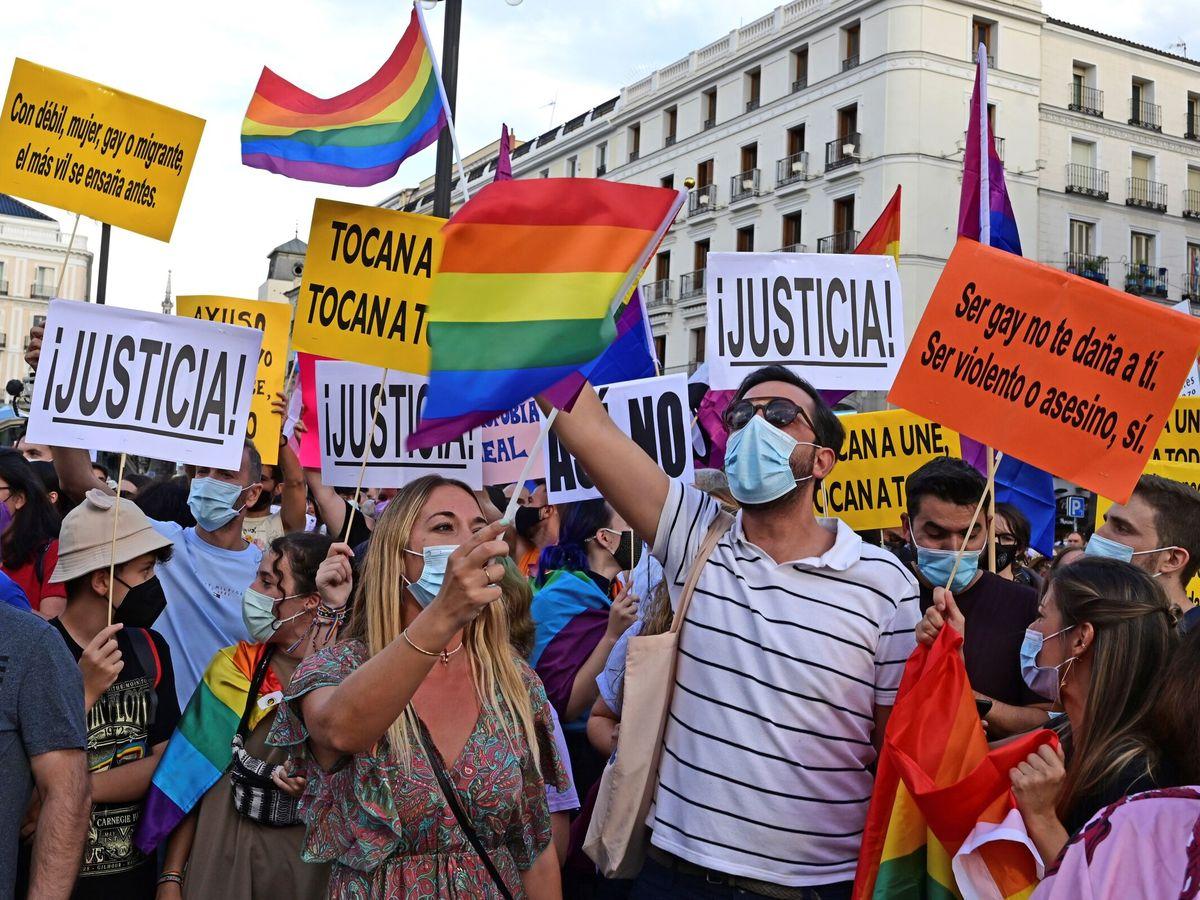 Foto: Manifestación organizada por las asociaciones LGTBI. (EFE)