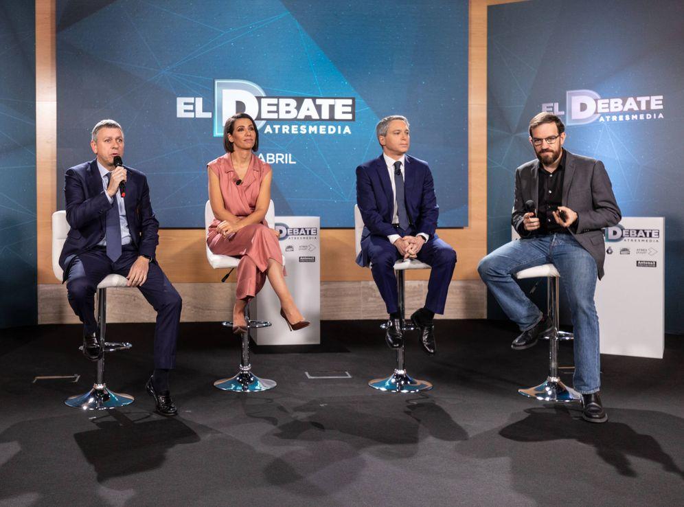 Foto: Santiago González, Ana Pastor, Vicente Vallés y César González Antón, el pasado 12 de abril en la presentación del debate electoral a cinco. (Atresmedia)