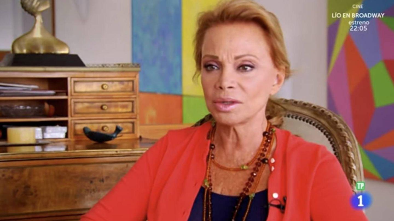 Paloma, en su casa de Zahara de los Atunes, en el programa 'Flash Moda'. (Captura TVE)