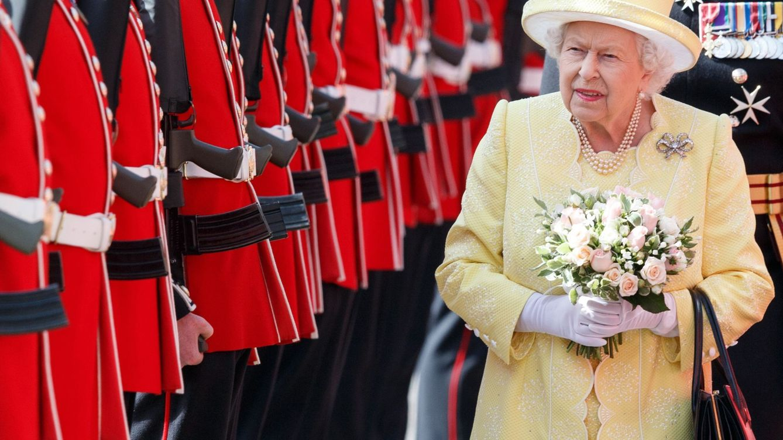 La reacción de Isabel II a un comentario sobre el 'pene' en una cena con de Gaulle