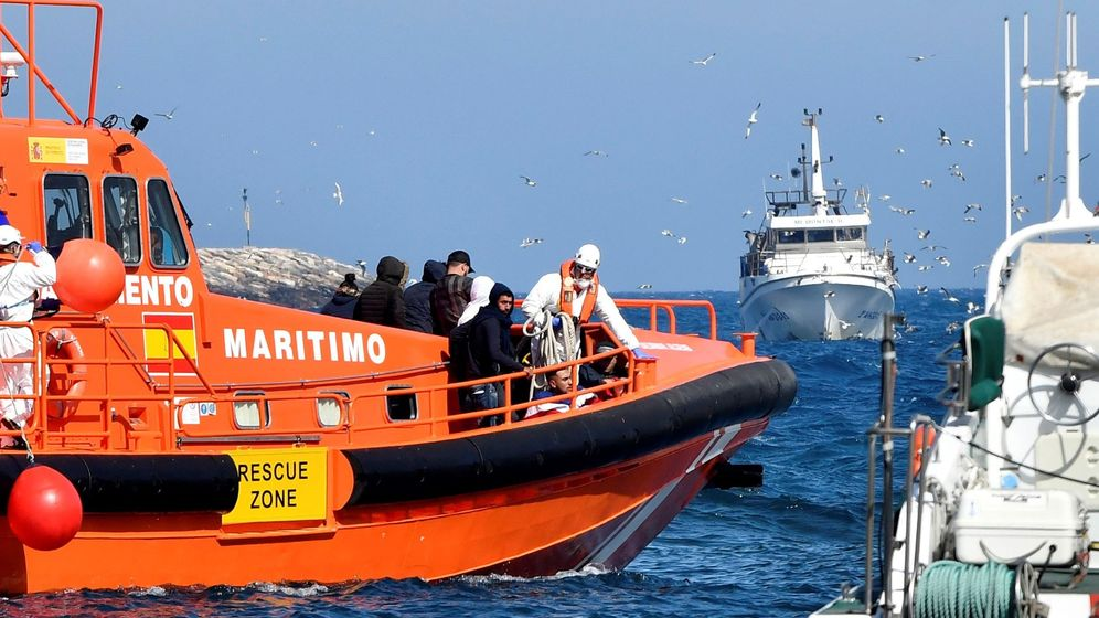 Foto: Ascienden a tres los inmigrantes fallecidos que fueron rescatados por Salvamento Marítimo el miércoles en el mar de Alborán (Efe)