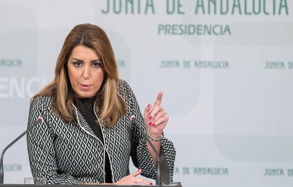 Foto: La presidenta andaluza, Susana Díaz, durante su rueda de prensa en Sevilla este 28 de noviembre. (EFE)