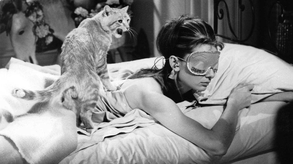Foto: Beneficios de dormir con el antifaz adecuado. (Fotograma de 'Desayuno con diamantes' | Cordon Press)