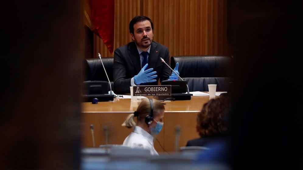 Foto: El ministro de Consumo, Alberto Garzón, comparece en el Congreso. (EFE)