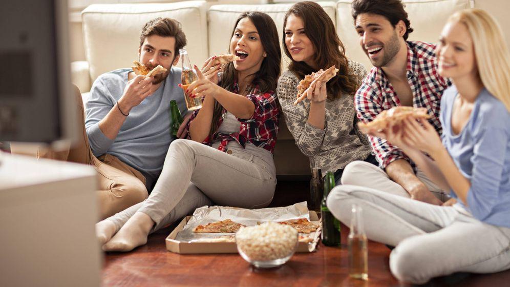 Foto: Peli, pizza, sofá, amigos. (iStock)