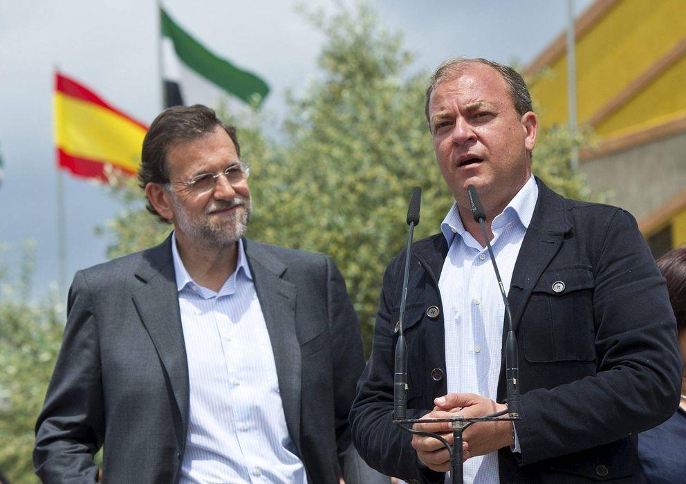 Foto: El presidente del Gobierno de Extremadura, José Antonio Monago, y el presidente del Gobierno, Mariano Rajoy. (EFE)