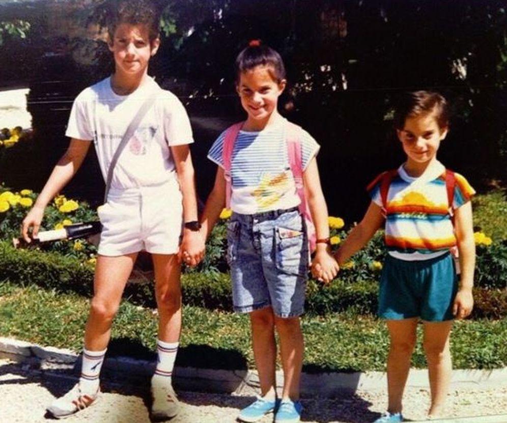 Foto: Aitor Ocio junto a sus dos hermanas (Instagram)