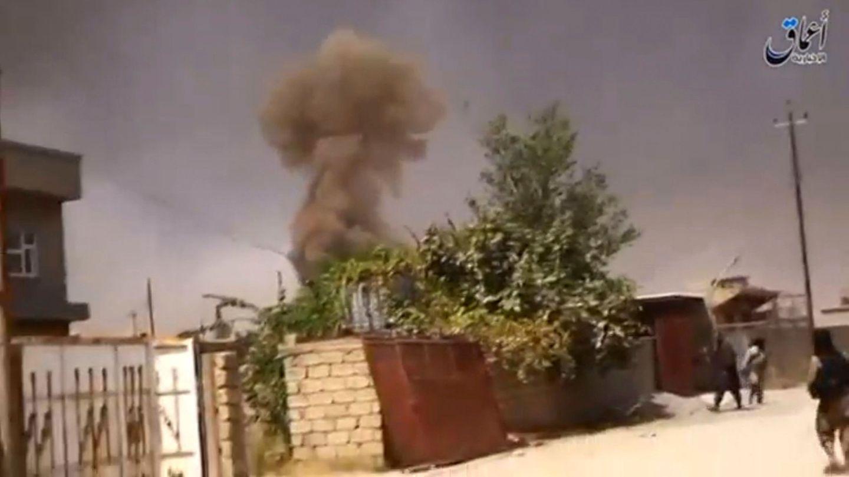 Captura de un video de propaganda del Estado Islámico que muestra a sus militantes luchando en Mosul, en agosto de 2016 (Reuters)