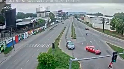 Un coche arrolla a tres miembros de una familia que circulaban en moto en Honduras