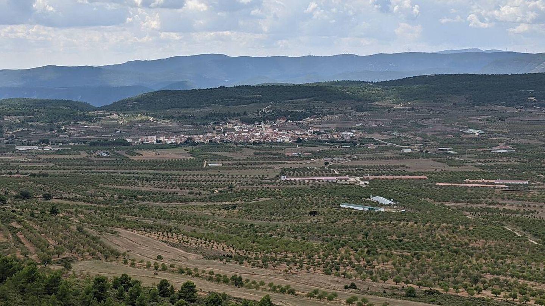 Vista de Aras de los Olmos (Valencia) desde la ermita de su patrona. (A. V)