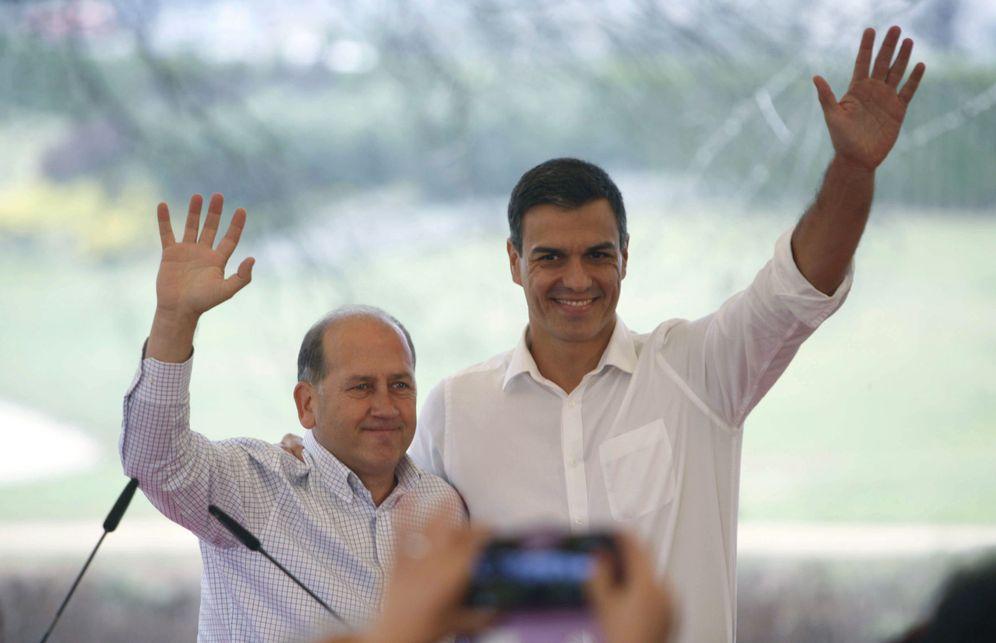 Foto: Pedro Sánchez y el candidato socialista a la Xunta, Xoaquín Fernández Leiceaga, este 10 de septiembre en A Coruña. (EFE)