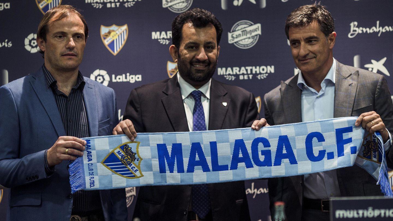 Abdullah Bin Nasser Al Thani (c), con el director deportivo, Francesc Arnau y el entrenado Míchel. (EFE)