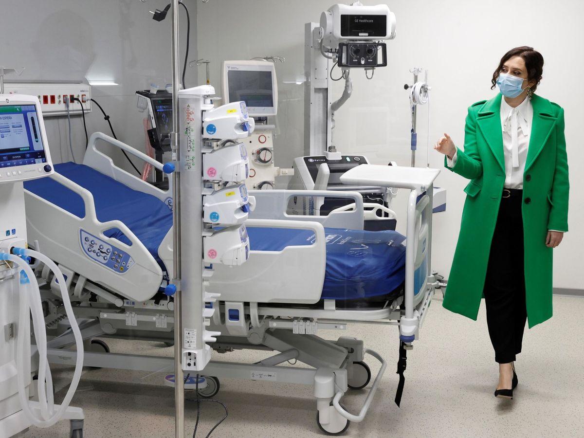 Foto: Ayuso, en la inauguración del hospital Enfermera Isabel Zendal. (EFE)