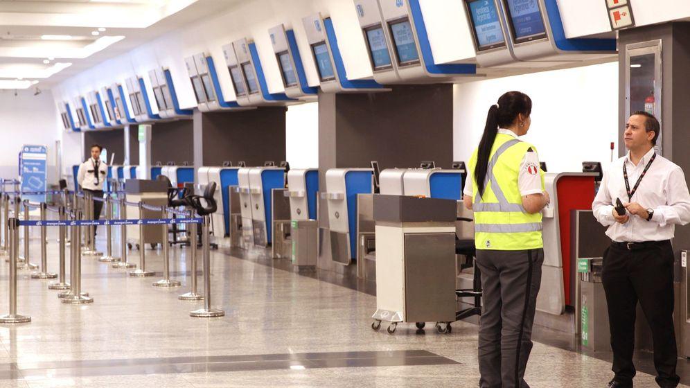 Foto: Poco movimiento en aeropuertos durante paro de estatal aerolíneas argentinas