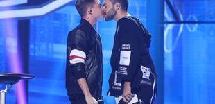 Post de 'OT 2017' continúa su 'revolución sexual': Agoney y Raoul se besan en plena gala