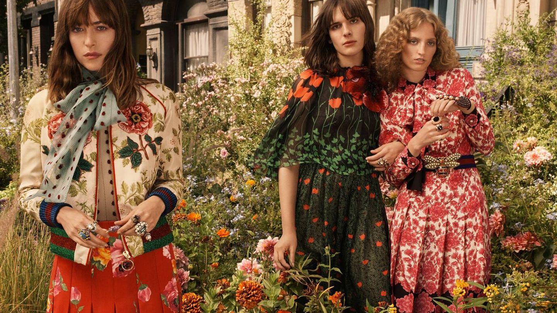 Dakota Johnson, junto a Petra Collins y Hari Nef. (Cortesía Gucci)