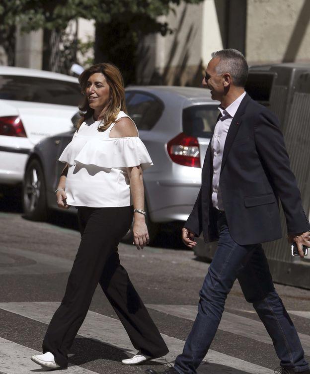 Foto: La presidenta andaluza en funciones, Susana Díaz, a su llegada ayer a la sede de Ferraz. (EFE)