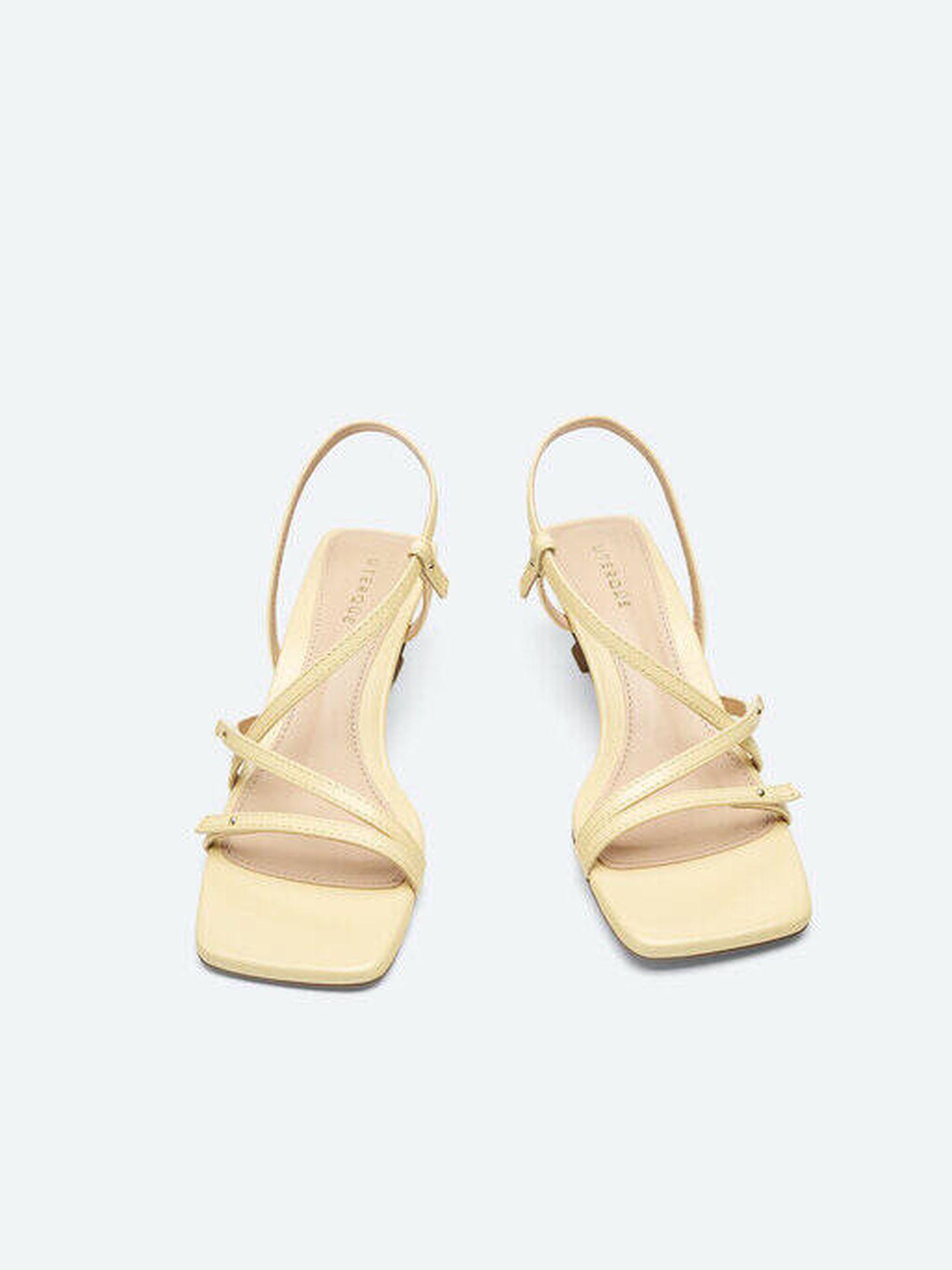 Zapatos de tacón de las rebajas de Uterqüe. (Cortesía)