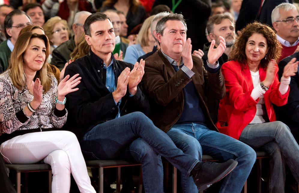 Foto: Pedro Sánchez, con Susana Díaz, Juan Espadas y la ministra de Hacienda, María Jesús Montero, el pasado 16 de febrero en Sevilla. (EFE)