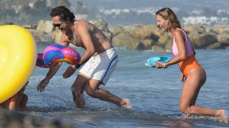 Álvaro Fuster y Beatriz Mira, en Marbella. (Lagencia Grosby)