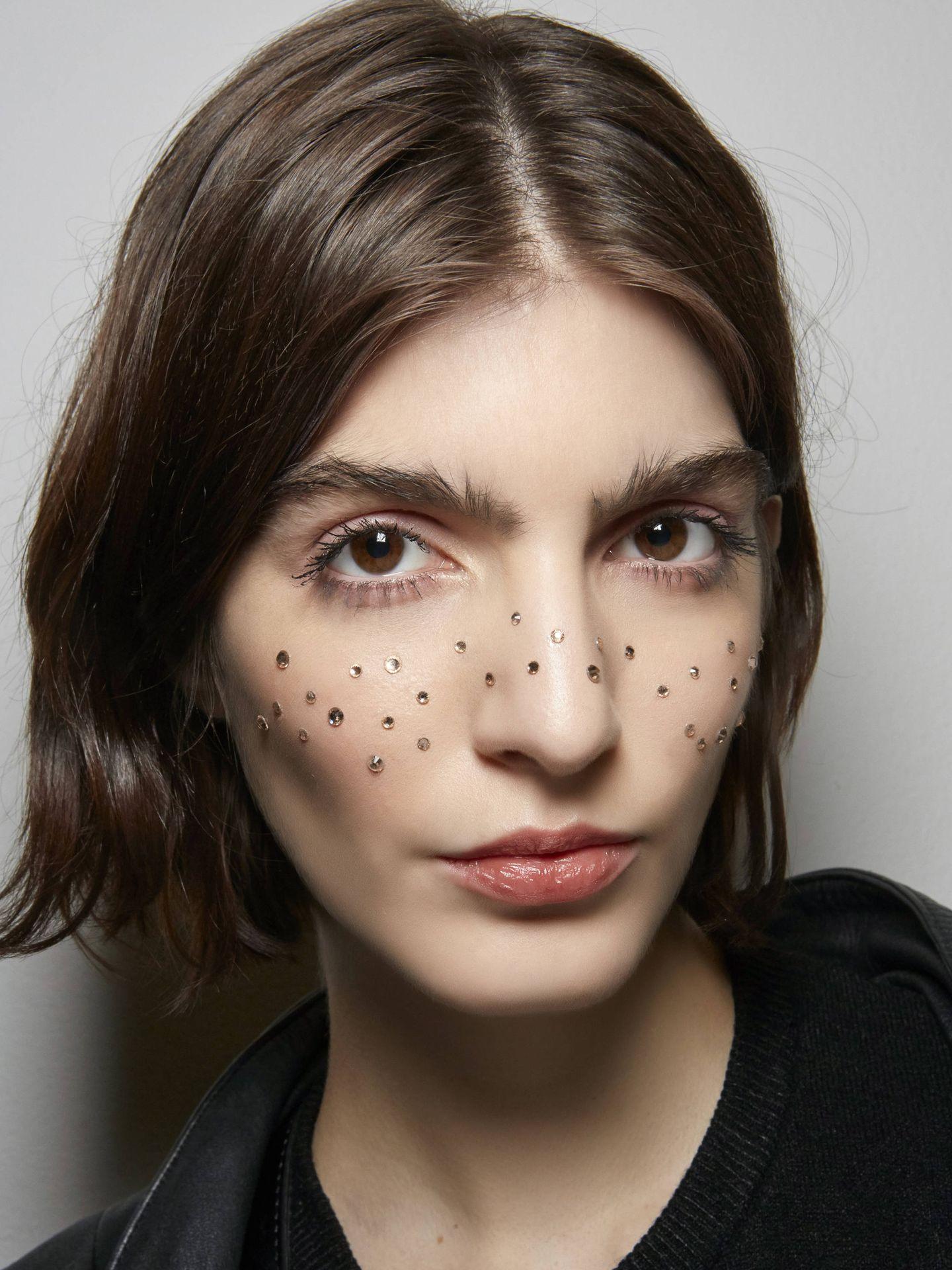 Los alfahidroxiácidos exfolian la capa más superficial de la piel liberando su luminosidad. (Imaxtree)