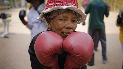 Un grupo de abuelas boxeadoras golpean a la vejez a ritmo de Rocky en Sudáfrica