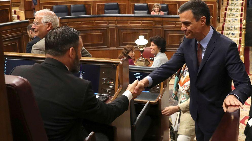 Foto: Abascal y Sánchez, en la sesión constitutiva de las últimas Cortes Generales. (EFE)