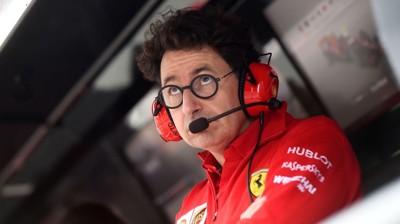 Mattia Binotto observa con atención la 'qualy' de Leclerc y Vettel en Italia. (Reuters)