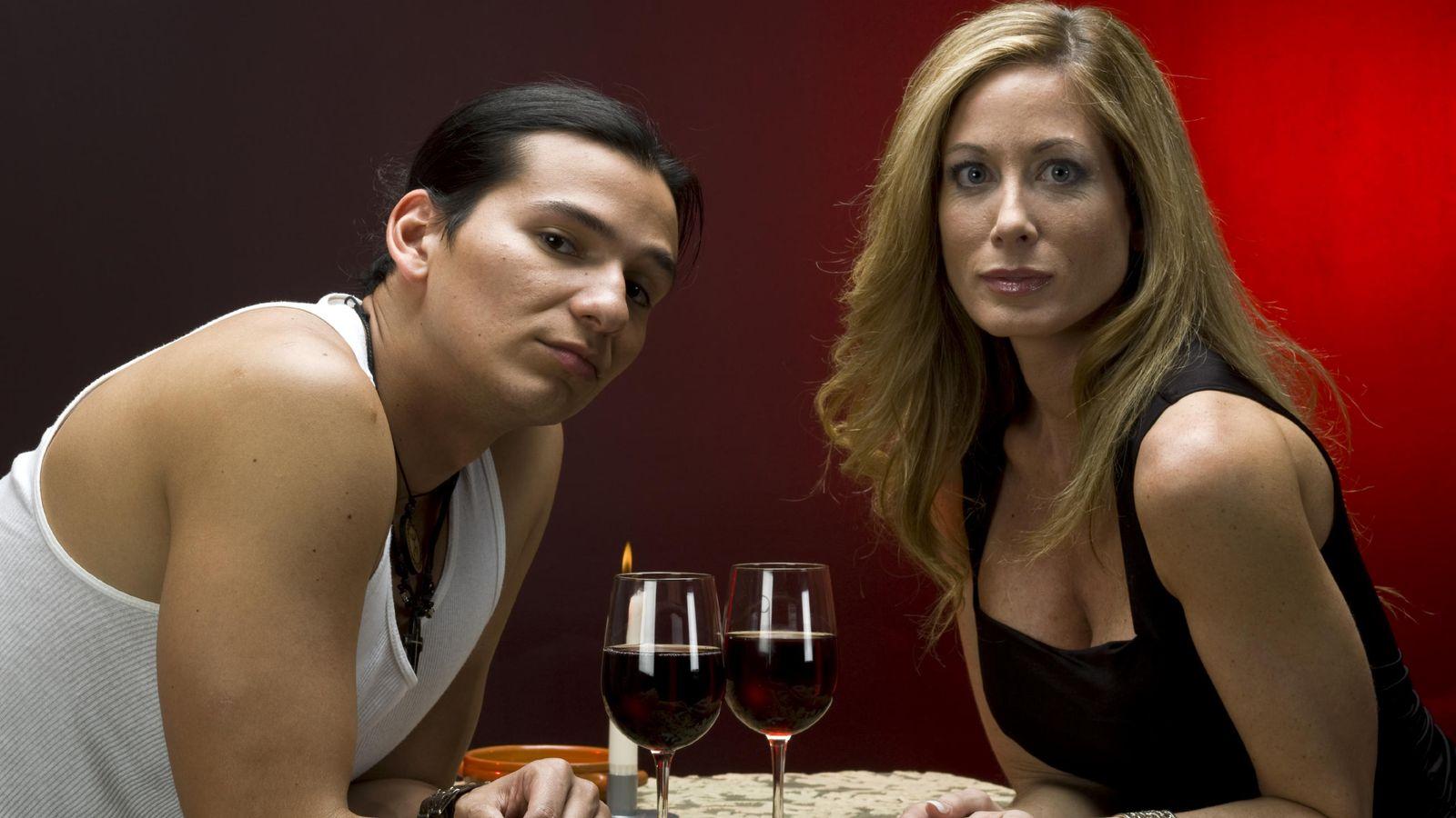 Foto: En inglés se utiliza el término cougar para referirse a las mujeres de mediana edad que salen con hombres más jóvenes. (iStock)