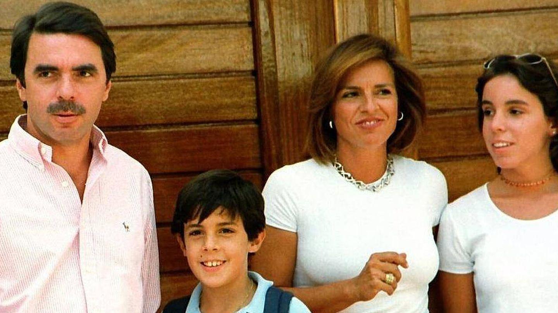 Los Aznar en Oropesa en 1998. (Efe)