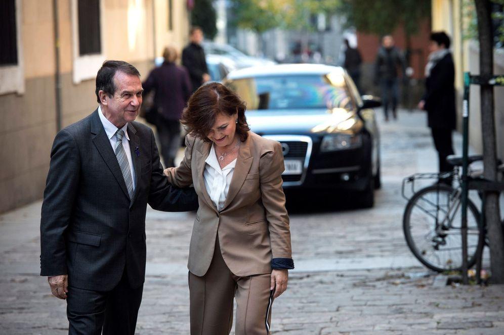 Foto: La vicepresidenta del Gobierno, Carmen Calvo, con el alcalde de Vigo, Abel Caballero, este 29 de noviembre. (EFE)