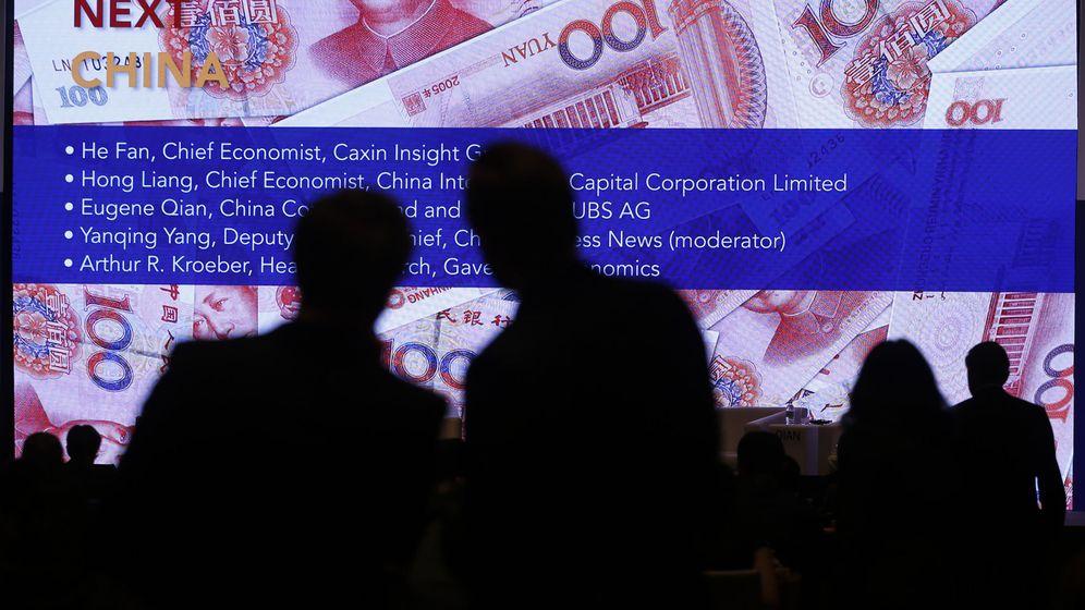 Foto: Imagen de una pantalla situada en el centro financiero de Shanghai/REUTERS