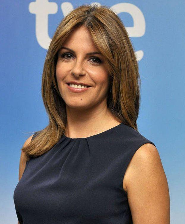 Foto: Pilar García Muñiz se ahoga en directo en el 'Telediario 1'.