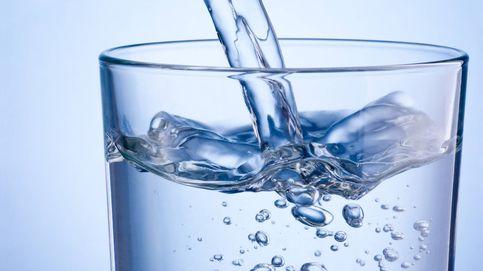 Lo que sucede a tu organismo cuando solo bebes agua durante un mes