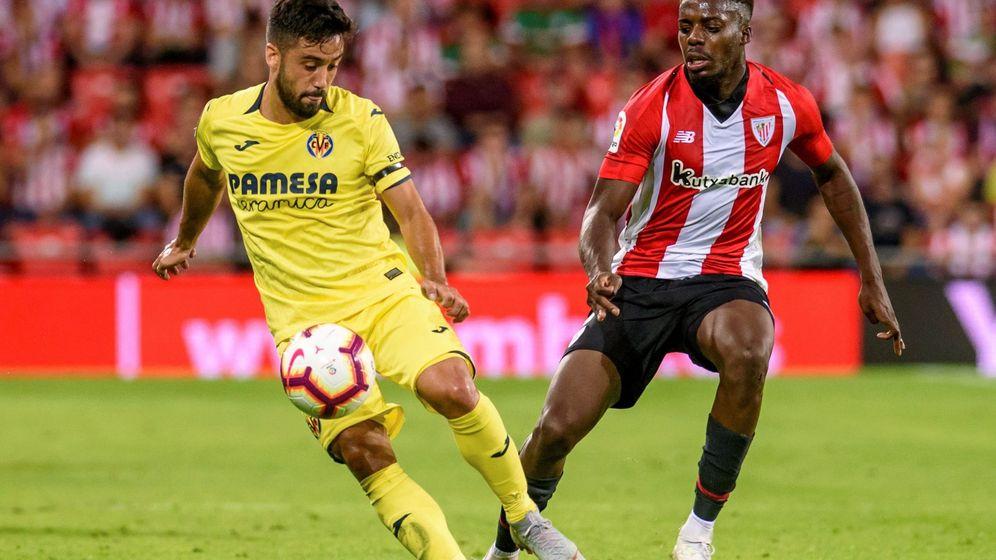 Foto: Los jugadores del Villarreal lucieron un brazalete negro en su partido contra el Athletic Club en San Mamés. (EFE)
