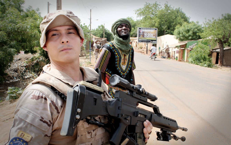 Foto: Una patrulla social de soldados españoles en Mali (A.Villarino)