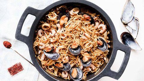 Receta de fideuá de mariscos, una paella de fideos
