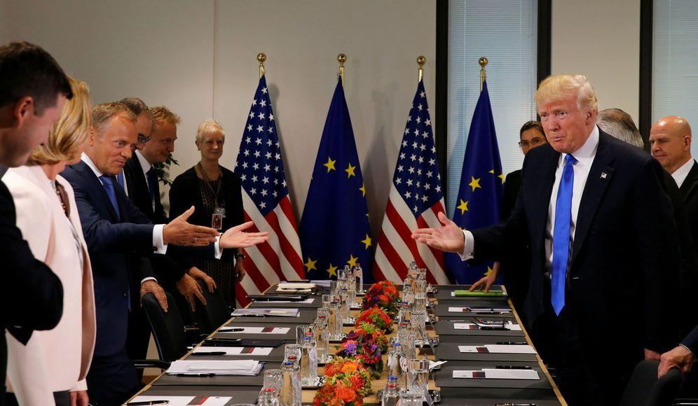 Foto: El presidente Trump y el presidente del Consejo Europeo, Donald Tusk, antes de un encuentro en la sede de la UE, en Bruselas. (Reuters)