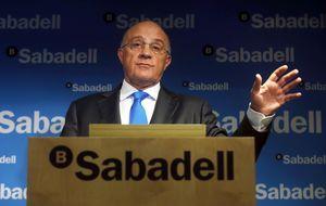 El Banco Sabadell se impone a las inmobiliarias de Santander y Caixa