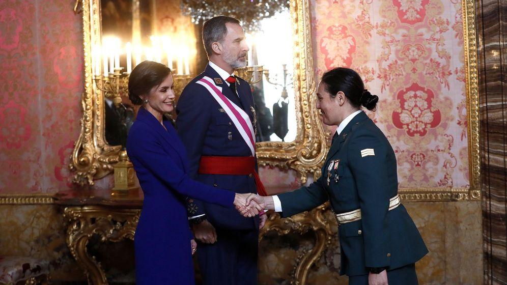 Foto: Los reyes Felipe y Letizia, durante la recepción en el Palacio Real de Madrid, donde se celebra la Pascua Militar. (EFE)