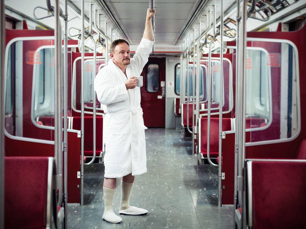 Foto: El 7 de enero es el Día de ir sin pantalones en el metro. (iStock)