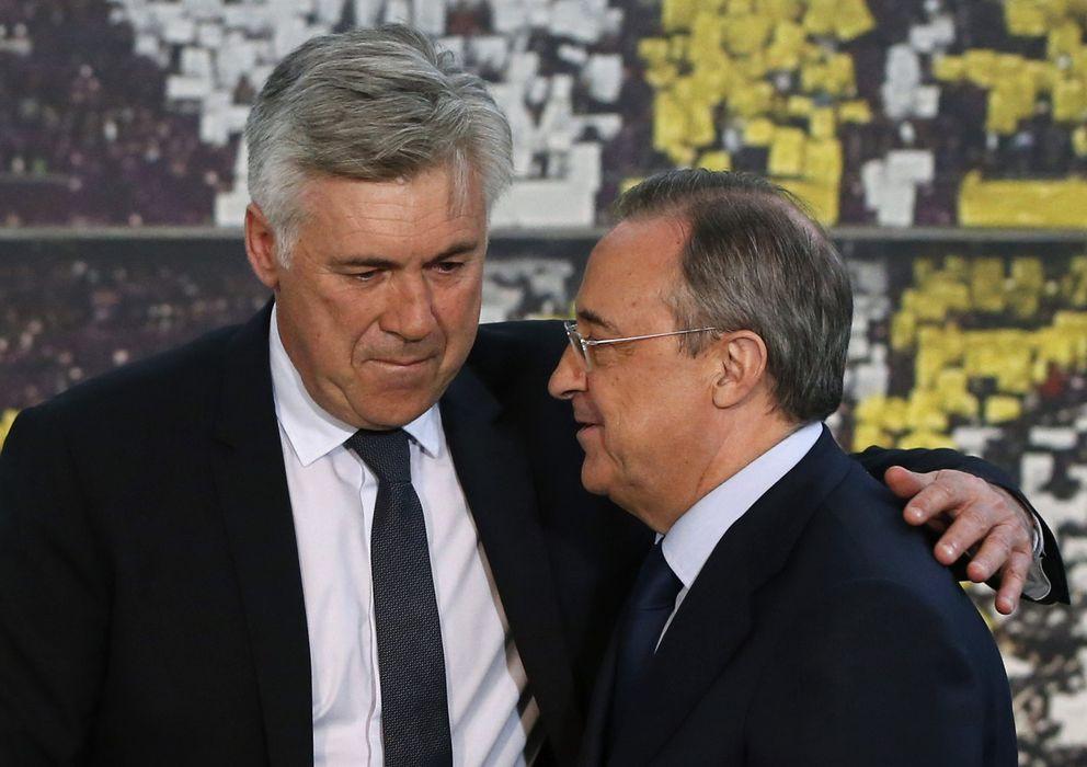 Foto: Florentino Pérez conversa con Carlo Ancelotti.