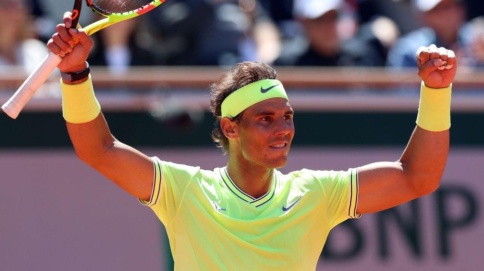 Foto: La camiseta con la que Rafa Nadal jugó y ganó el último Roland Garros en 2019 (EFE/Srdjan Suki)