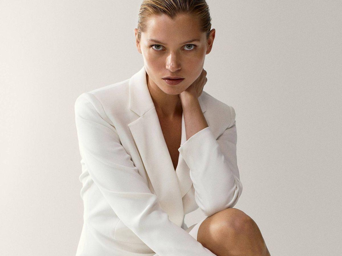 Foto: Vestido blazer blanco de Massimo Dutti. (Cortesía)