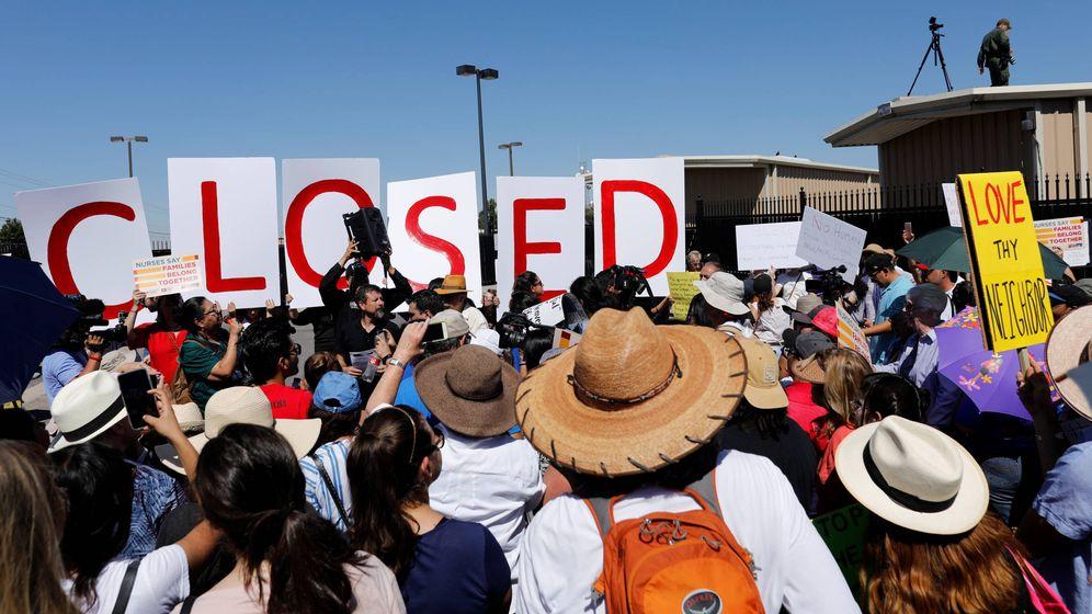 Foto: Protesta contra la separación de familias inmigrantes sospechosas de entrar ilegalmente en EEUU, en El Paso, en junio de 2018. (Reuters)