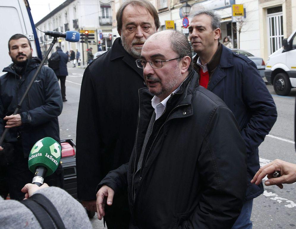 Foto: El presidente Javier Lambán, acompañado del dirigente aragonés Carlos Pérez Anadón, este 17 de febrero en Aranjuez. (EFE)