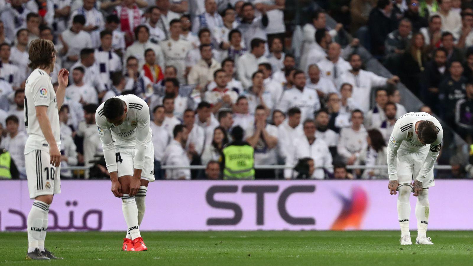 Foto: Dos derrotas consecutivas ante el eterno rival han hecho mucho daño al Real Madrid. (Reuters)