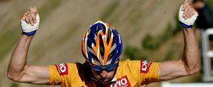 Menchov exhibe el maillot oro en la etapa reina