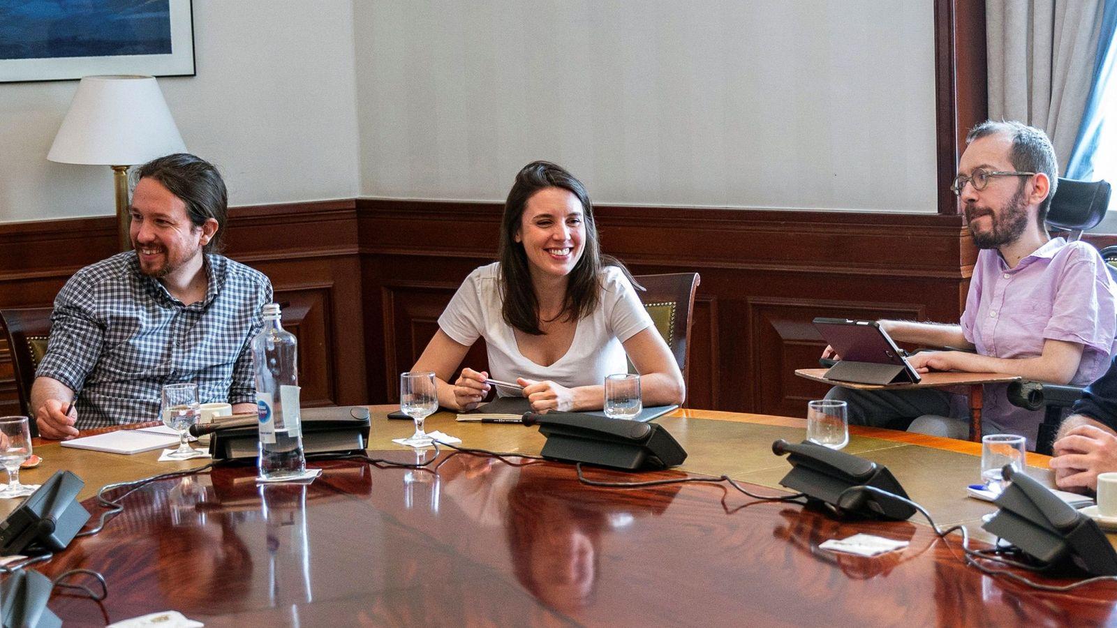 Foto: Pablo Iglesias, Irene Montero y Pablo Echenique, el pasado 7 de junio en el Congreso. (EFE)