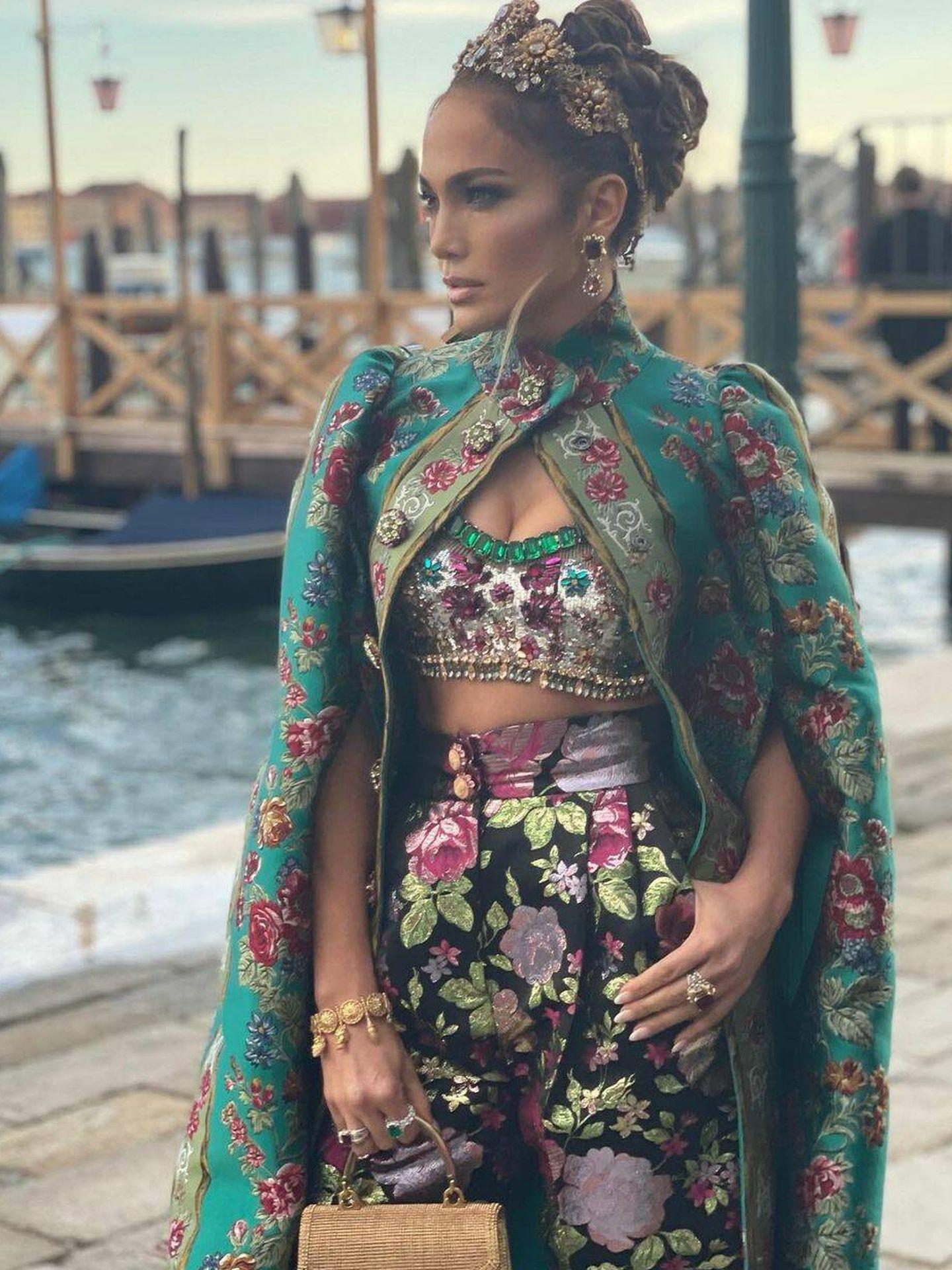 Jennifer Lopez llegando a la fiesta de Dolce Gabbana. (Instagram)